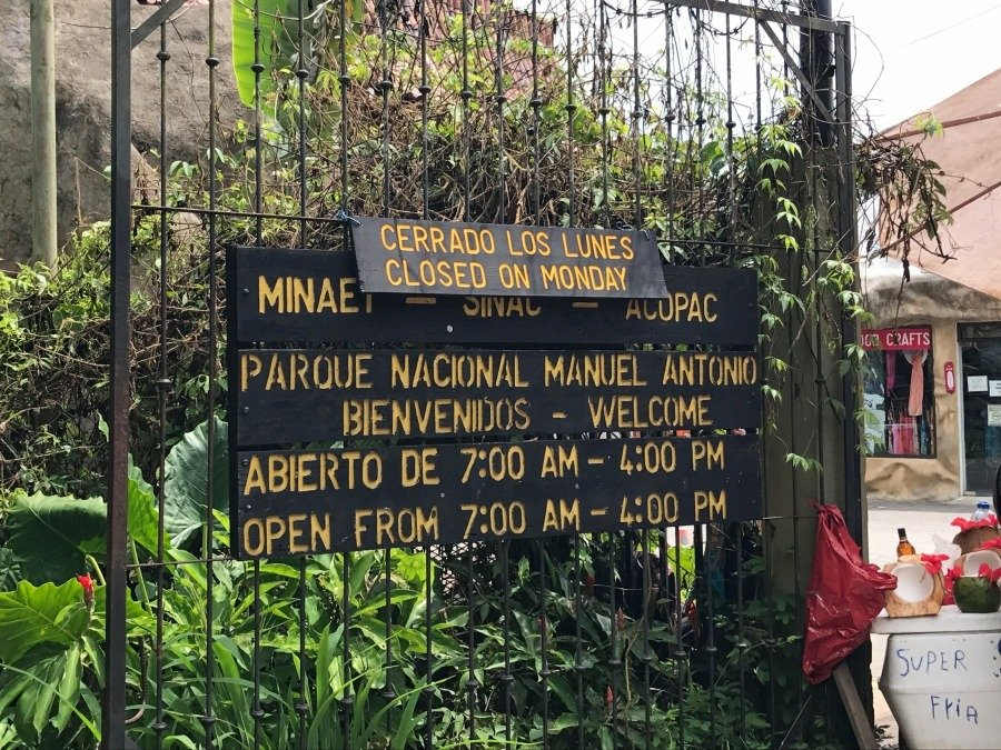 when to visit manuel antonio national park