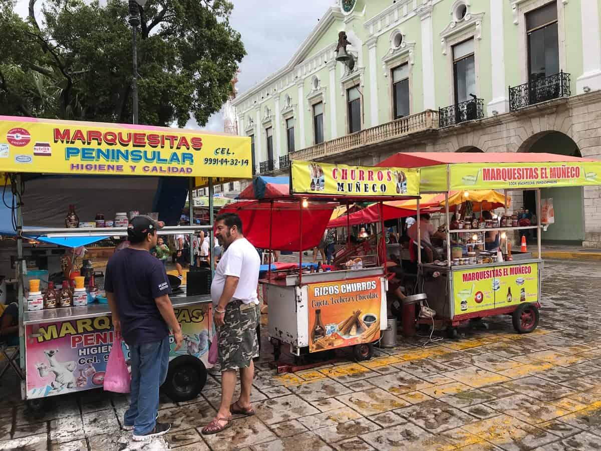 buying marquesitas from vendors in merida