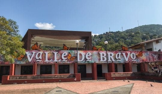 sign in valle de bravo along the waterfront