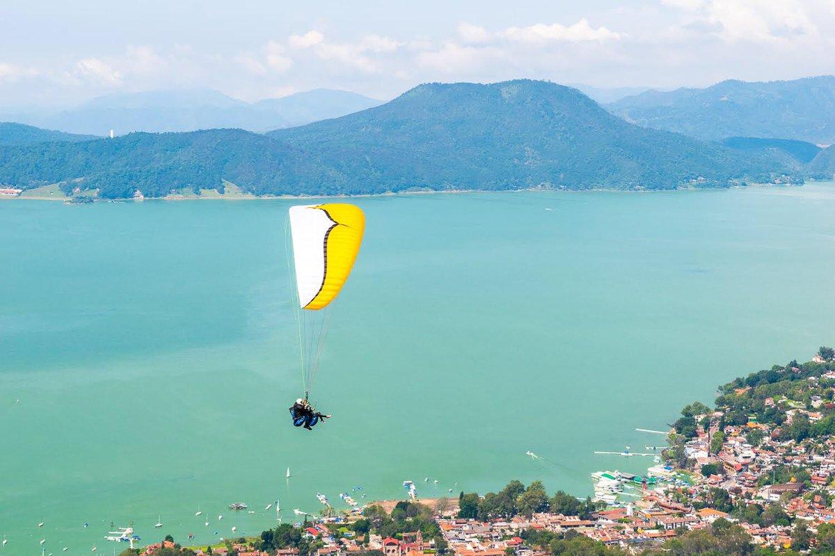 parasailing in valle de bravo mexico