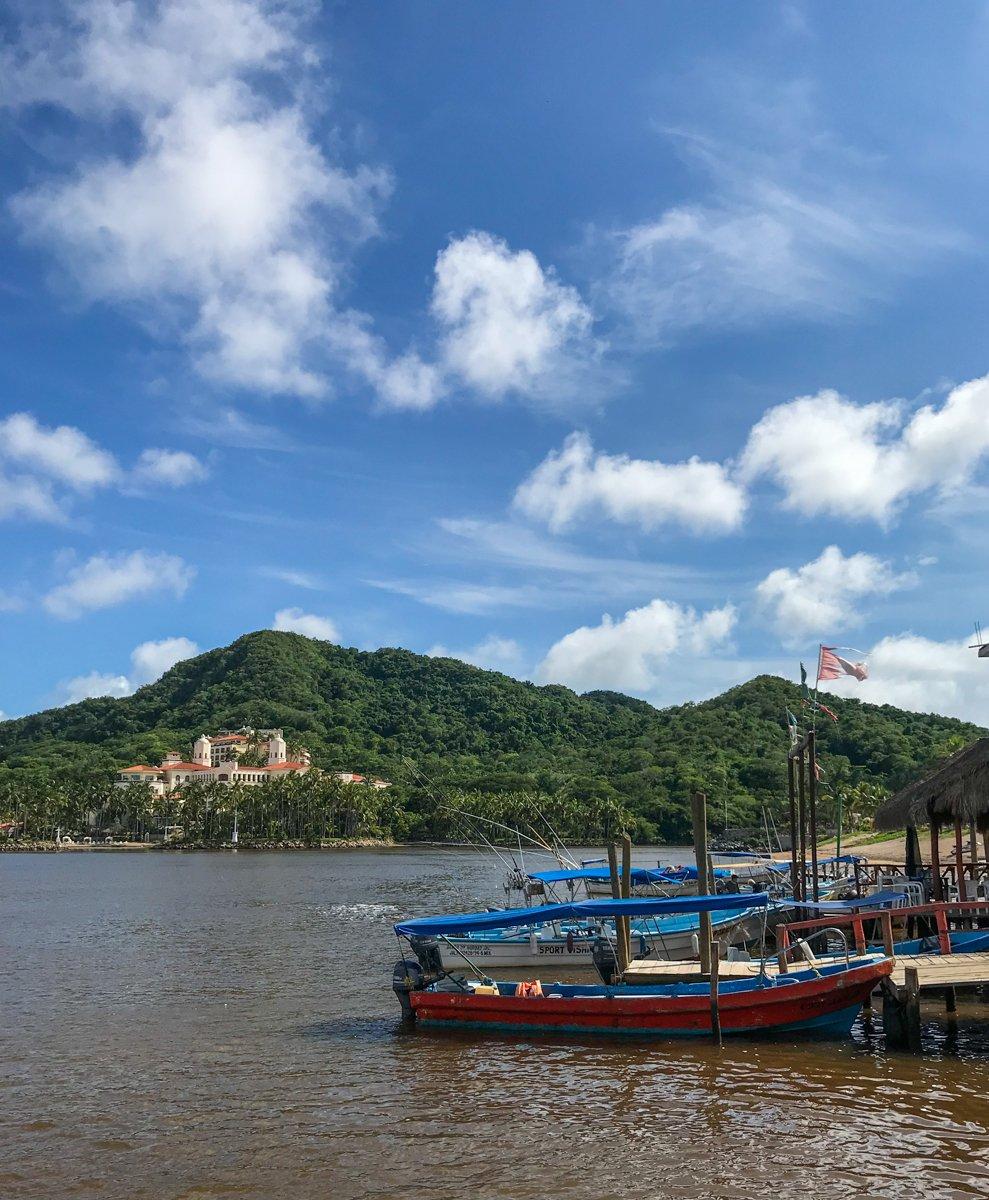 grand isla de navidad hotel and boats
