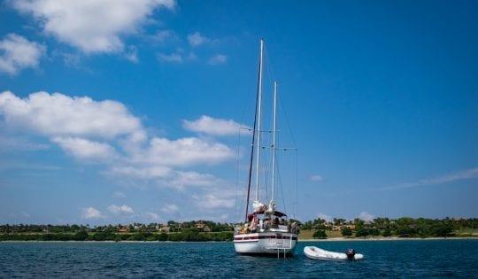 sailing boat in banderas bay mexico